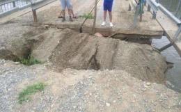 На Буковині стався зсув ґрунту при заїзді на міст