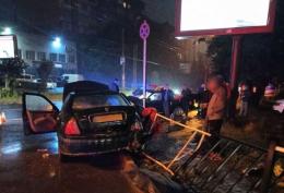 """У Чернівцях зіткнулись """"Rover"""" та """"Honda"""", постраждало троє людей (фото)"""