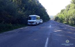 На Лук'яновича у Чернівцях жінка випала з маршрутки через раптово відчинені двері (фото)