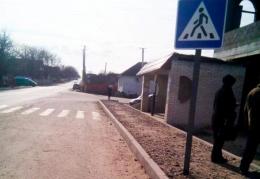 На Буковині 17-річний водій на мікроавтобусі збив жінку, котра чекала на зупинці