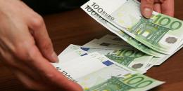 У Чернівцях на хабарі 1350 євро затримано посадовця Державного архіву Чернівецької області