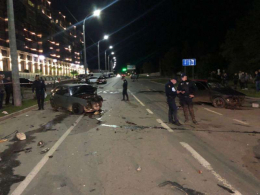 На Воробкевича у Чернівцях зіткнулись лоб в лоб дві автівки (фото)