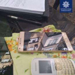 У Чернівцях патрульні затримали крадія мобільного телефону