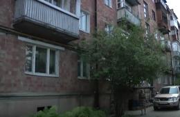 У Чернівцях будинок №13 на вулиці Небесної Сотні затопило нечистотами (відео)