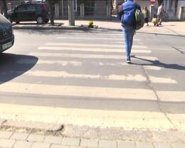 У Чернівцях пішоходи просять владу оновити розмітку на переходах