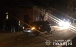 """У Чернівцях жінка на """"Нісані"""" збила пішохода (фото)"""