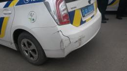 На Буковині зловмисники врізалися в поліцейське авто, яке намагалося їх зупинити