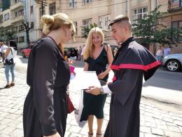 Випускникам Буковинського медуніверситету вручили дипломи (фото)
