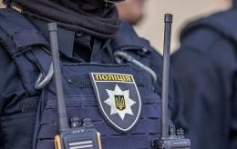 На Буковині судитимуть чоловіка, який погрожував поліцейському та пошкодив службовий автомобіль