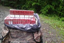 На Буковині контрабандисти покинули біля кордону цигарки та втекли