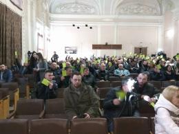 У Чернівцях на зборах з відкликання шести депутатів міськради зареєструвалися 315 містян
