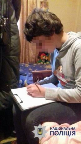 У Чернівцях дитина, яку покинули батьки, звернулась до поліції через жахливі умови проживання