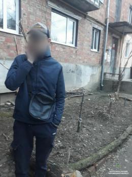 У Чернівцях затримали юнака з наркотиками (фото)