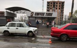 У Чернівцях на Головній не розминулися дві автівки (фото)