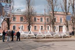 Лавиці з безкоштовним Wi-Fi  встановили на Соборній площі у Чернівцях