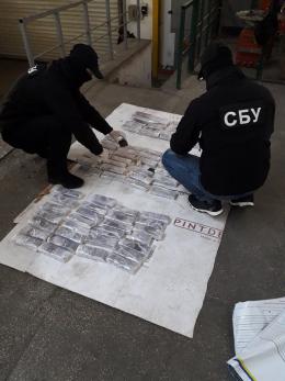 На Буковині СБУ виявила велику партію наркотиків з Європи на півмільйона доларів США (фото+відео)