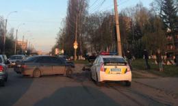 У Чернівцях зіткнулись два легковики, одну особу госпіталізовано (фото)