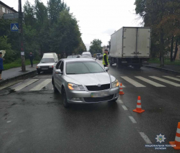 На Буковині водій на «Skoda Oktavia» збив 43-річного чернівчанина, пішохода  з переломом правої гомілки госпіталізовано