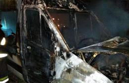 Вночі в Сторожинці згорів вантажний мікроавтобус (фото)