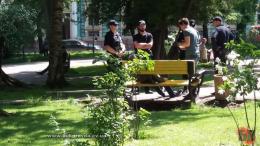 У Чернівцях в сквері на Соборній площі знайшли мертвого чоловіка (фото)