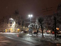 На вулицях у центрі Чернівців встановили LED-світильники