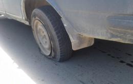 На Буковині  через кустарно виготовлений люк було пошкоджено декілька автомобілів