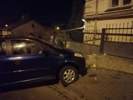 У Чернівцях автівка влетіла у паркан