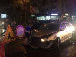 У Чернівцях на проспекті зіткнулись два автомобілі: постраждала дівчина (фото)