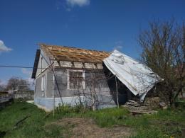 В одному з районів на Буковині сильний вітер позривав дахи з будинків (фото)