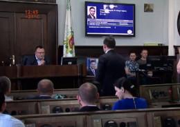 Депутат міськради подарував меру Чернівців портрет Януковича