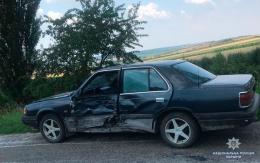 """На Буковині зіткнулись мотоцикл та легковик """"Мазда"""", загинув 21-річний водій (фото)"""