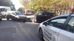 У Чернівцях на Рівненській зіткнулись два автомобілі