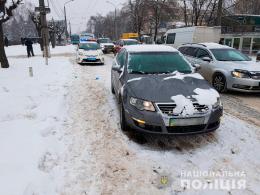 У Чернівцях на Руській «Volkswagen Passat» збив  23-річну чернівчанку (фото)