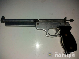 Правоохоронці у 18-річного буковинця вилучили саморобний пристрій для стрільби патронами