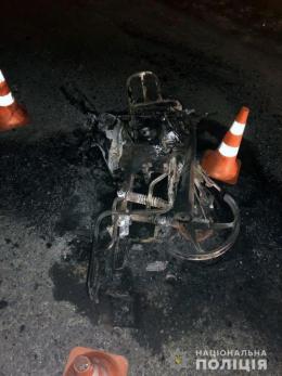 """На Буковині """"Lexus"""" зіткнувся з мопедом: одна людина загинула, дитина в реанімації (фото)"""