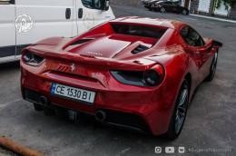 В столиці помітили перший в Україні Ferrari 488 Spider з чернівецькими номерами
