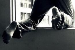 У Чернівцях 72-річний пацієнт випав з вікна лікарні й загинув на місці пригоди