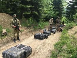 На Буковині з пострілами затримали контрабандиста-втікача і 4 нелегалів (фото)