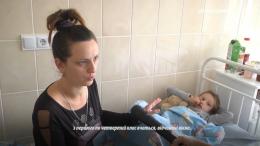 На Буковині у Великому Кучурові першокласниця вистрибнула з другого поверху шкільної вбиральні (відео)