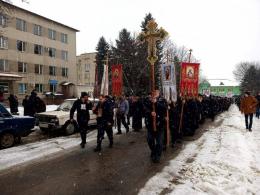 У Заставні прихильники РПЦ влаштували хресну ходу