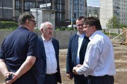 У Чернівцях Олексій Каспрук разом з міністром спорту перевіряли будівництво нового стадіону у містіі