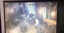 У Чернівцях невідомий викрав з піцерії куртку відвідувачки