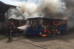 На Буковині через «зварку» горіли два автобуси (фото)