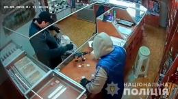Бандою нападників на ювелірні магазини виявилися молодики-спортсмени, які на позашляховику зі зброєю скоювали злочини (фото+відео)