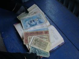 На Буковині митники вилучили в іноземця старовинні німецькі гроші (фото)