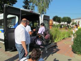 На Буковині з'явилося перше соціальне таксі для людей на візках