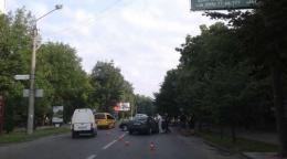 У Чернівцях на Небесної сотні зіткнулись дві автівки