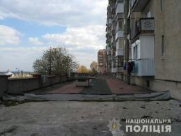 В Новодністровську на даху будинку знайшли тіло чоловіка