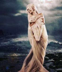 Буковинку Катерину Бужинську, яка сфотографувалась у фатіні на тлі бурхливого океану, порівняли з грецькою богинею