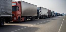 """На Буковині 160 вантажівок """"застрягли"""" на Порубному"""